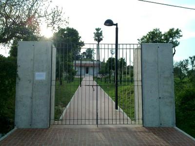 Acceso a la Casa La Morera (vista de frente)