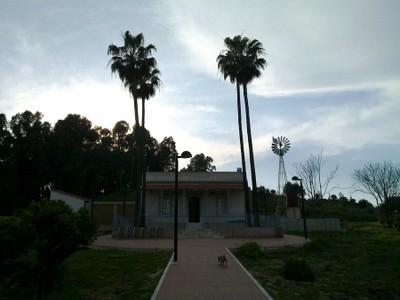 Casa La Morera (lejos, vista de frente)