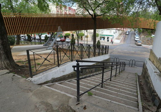 La Plataforma Parque Moret considera innecesaria la pasarela de la avenida Santa Marta